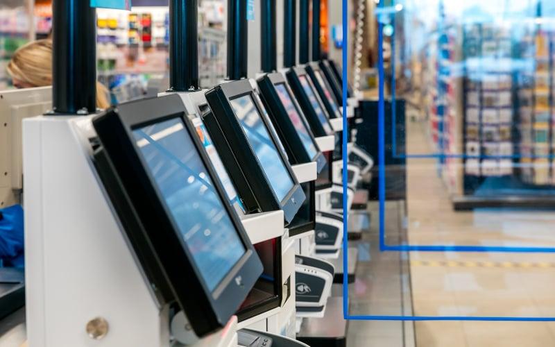 'Rij van kassa's voor zelfscannende apparaten bij AH'